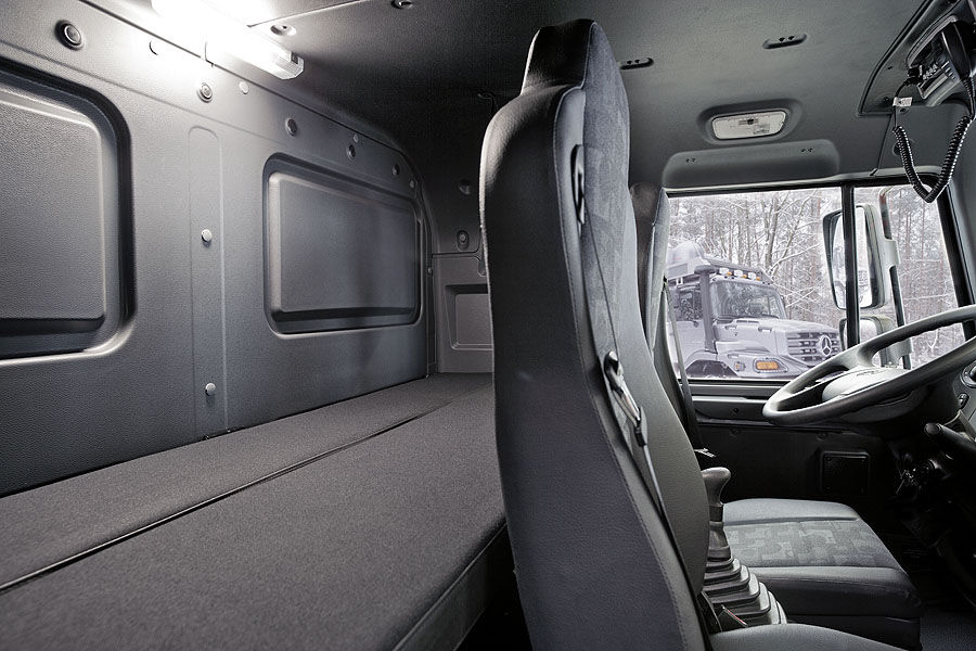 Mercedes-Zetros-Wohnmobil-f900x600-F4F4F2-C-c458c9cf-470512