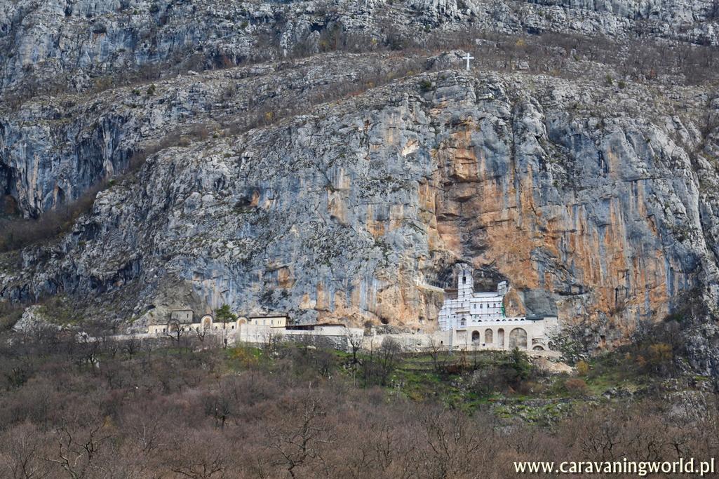 Widok na Monaster Ostrog