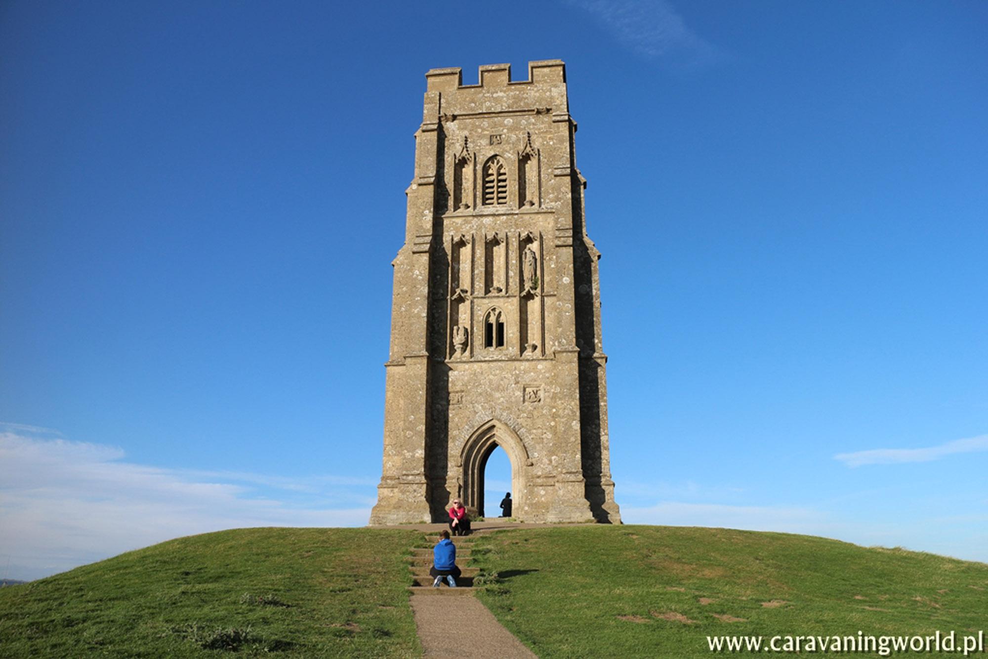 Samotna wieża w Glastonbury