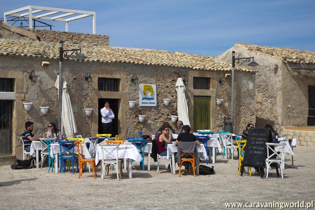 Urocze restauracyjki w Marzamemi