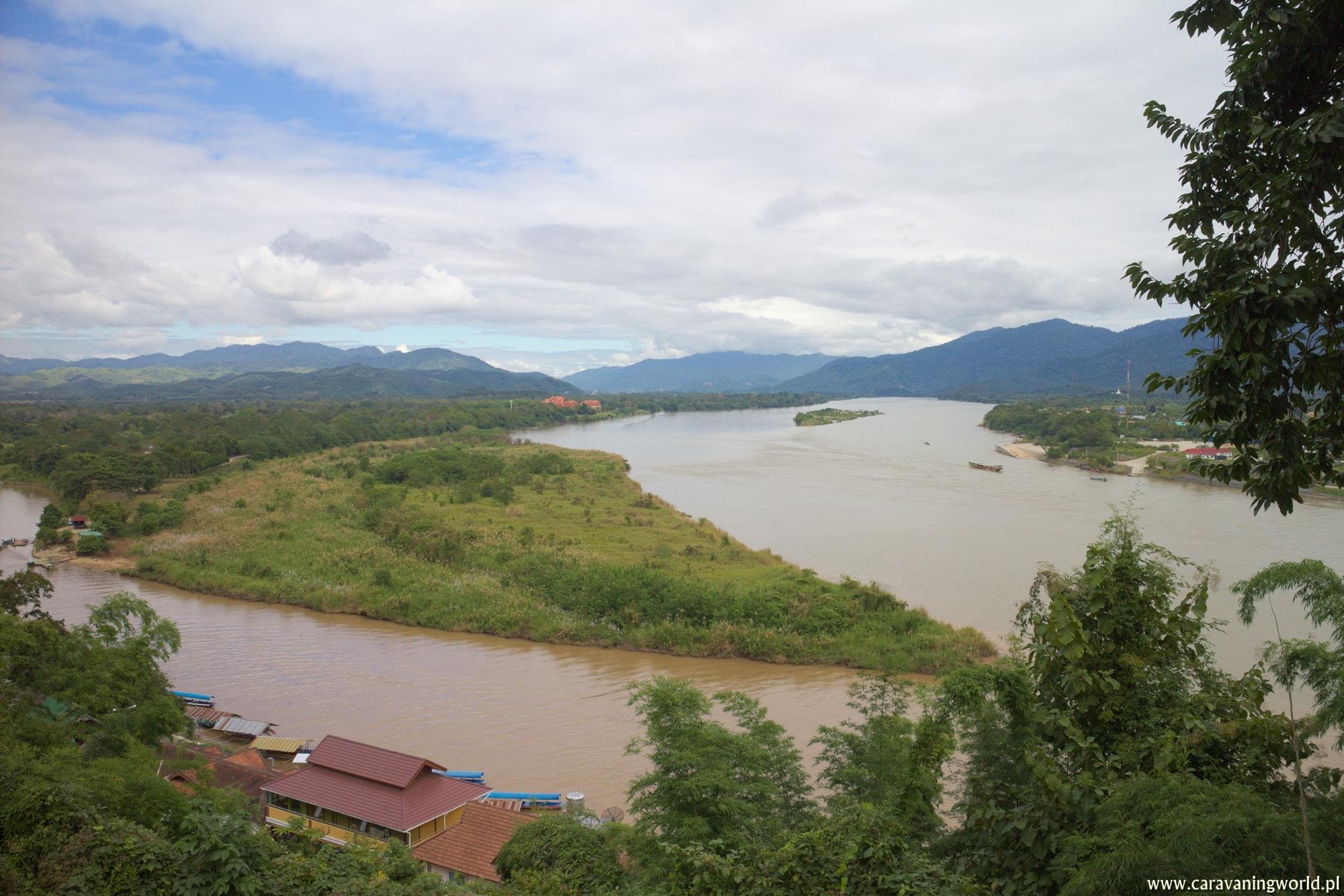 Panorama na łączący się Mekong z rzeką Ruak