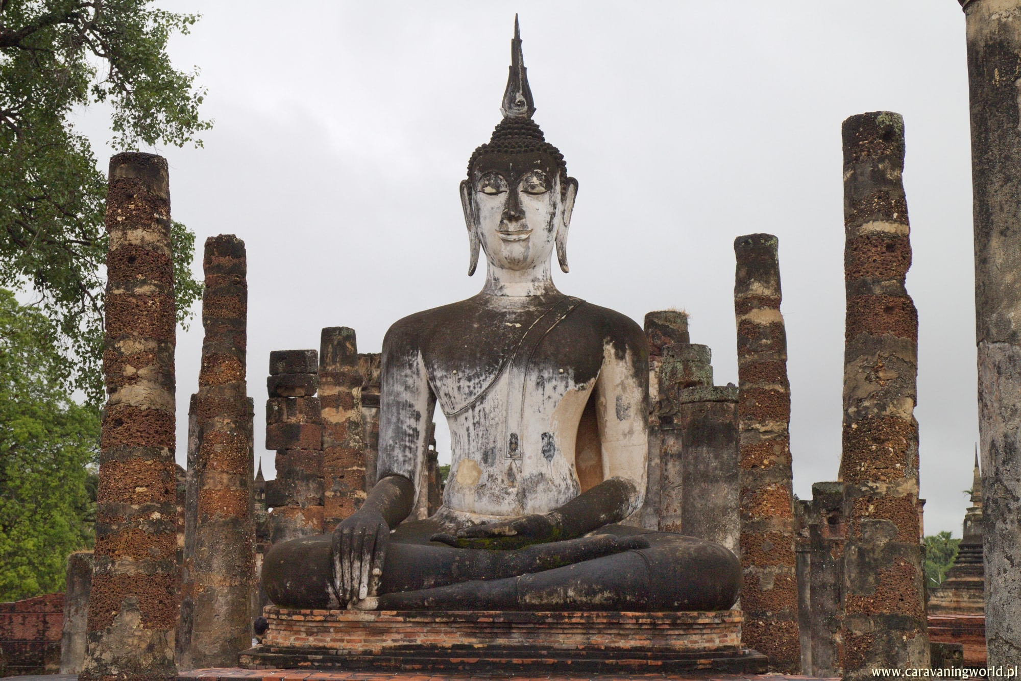 Deszczowe Sukhothai