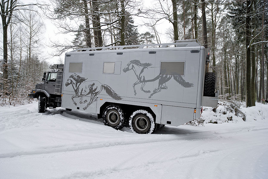 Mercedes-Zetros-Wohnmobil-f900x600-F4F4F2-C-982a1886-470488