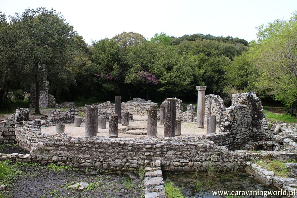 Babtysterium w Butrint