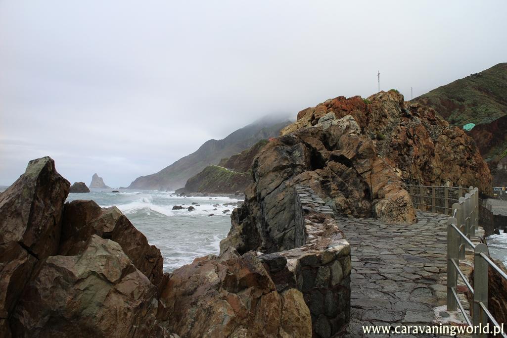 Kamienne molo przy Playa de San Roque