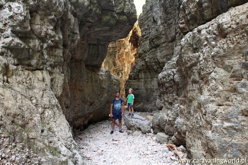 Wśród skał wąwozu