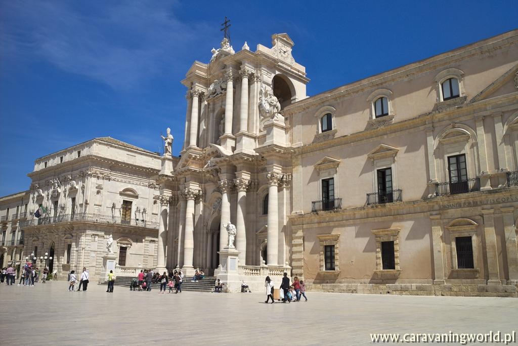 Katedra Najświętszej Maryi Panny przy Piazza del Duomo w Ortygia