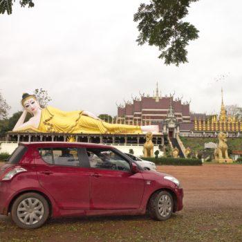 Jeden z wielu leżących Buddów