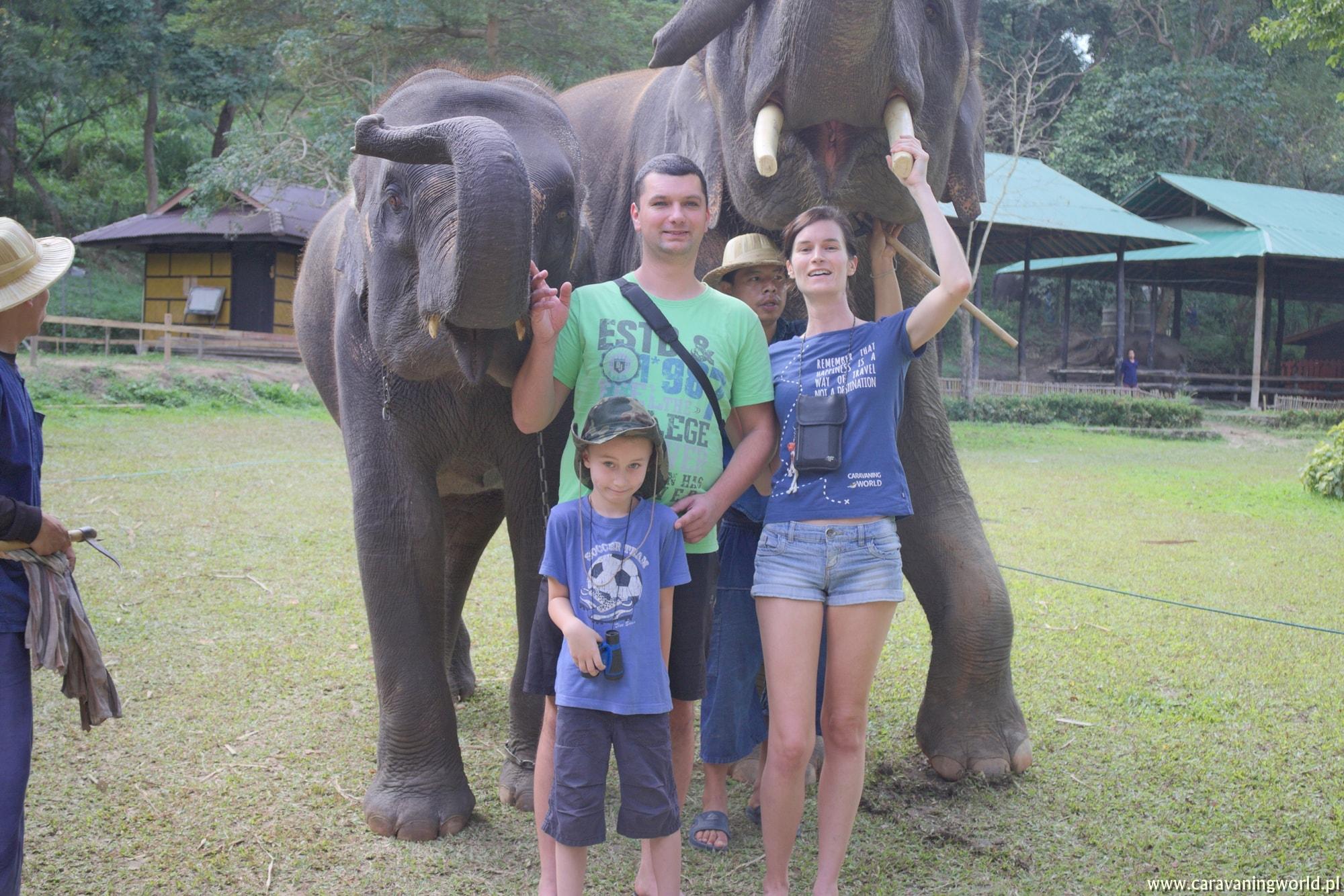 Pamiątkowa fotka ze słoniami