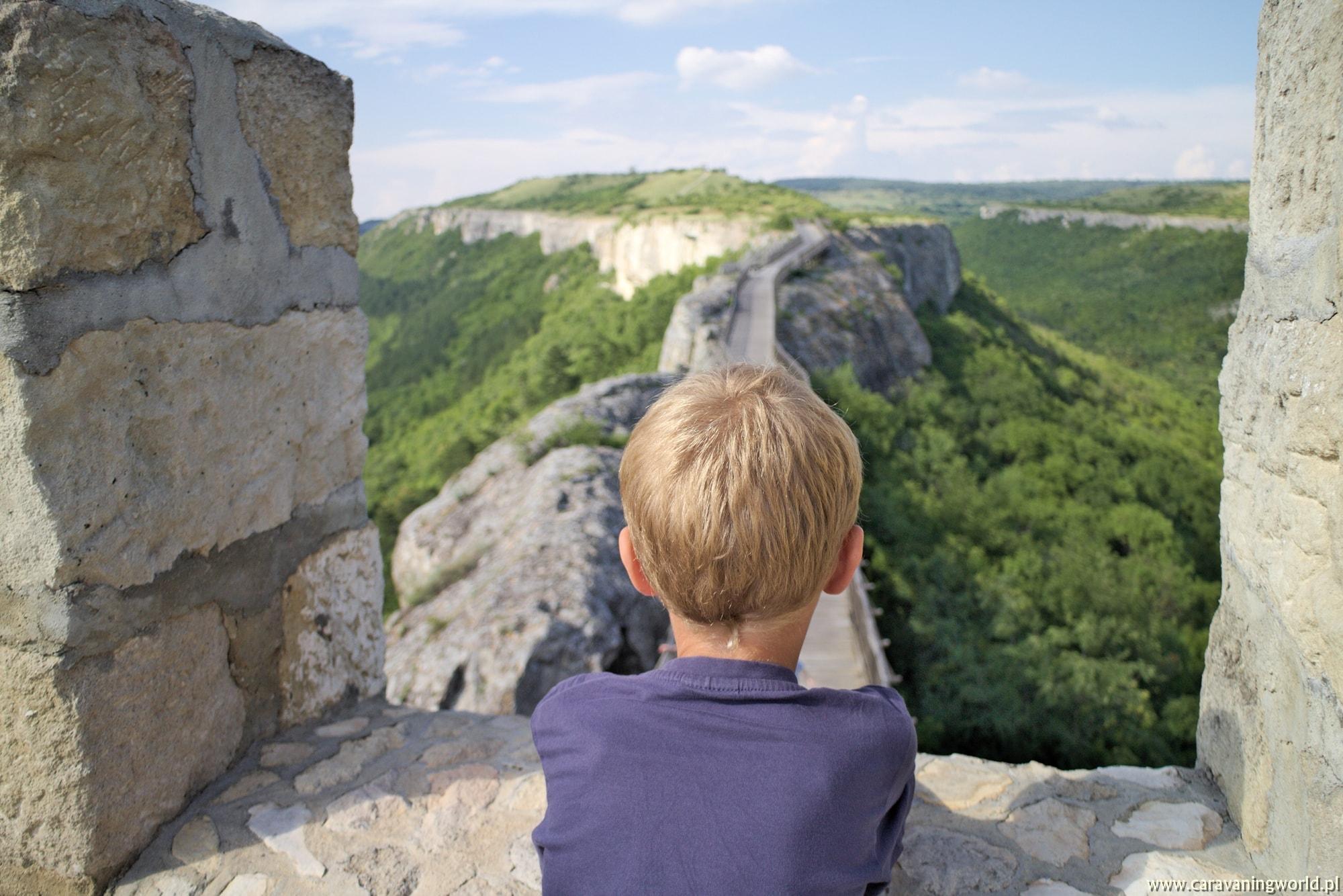Z widokiem na Fort Ovech