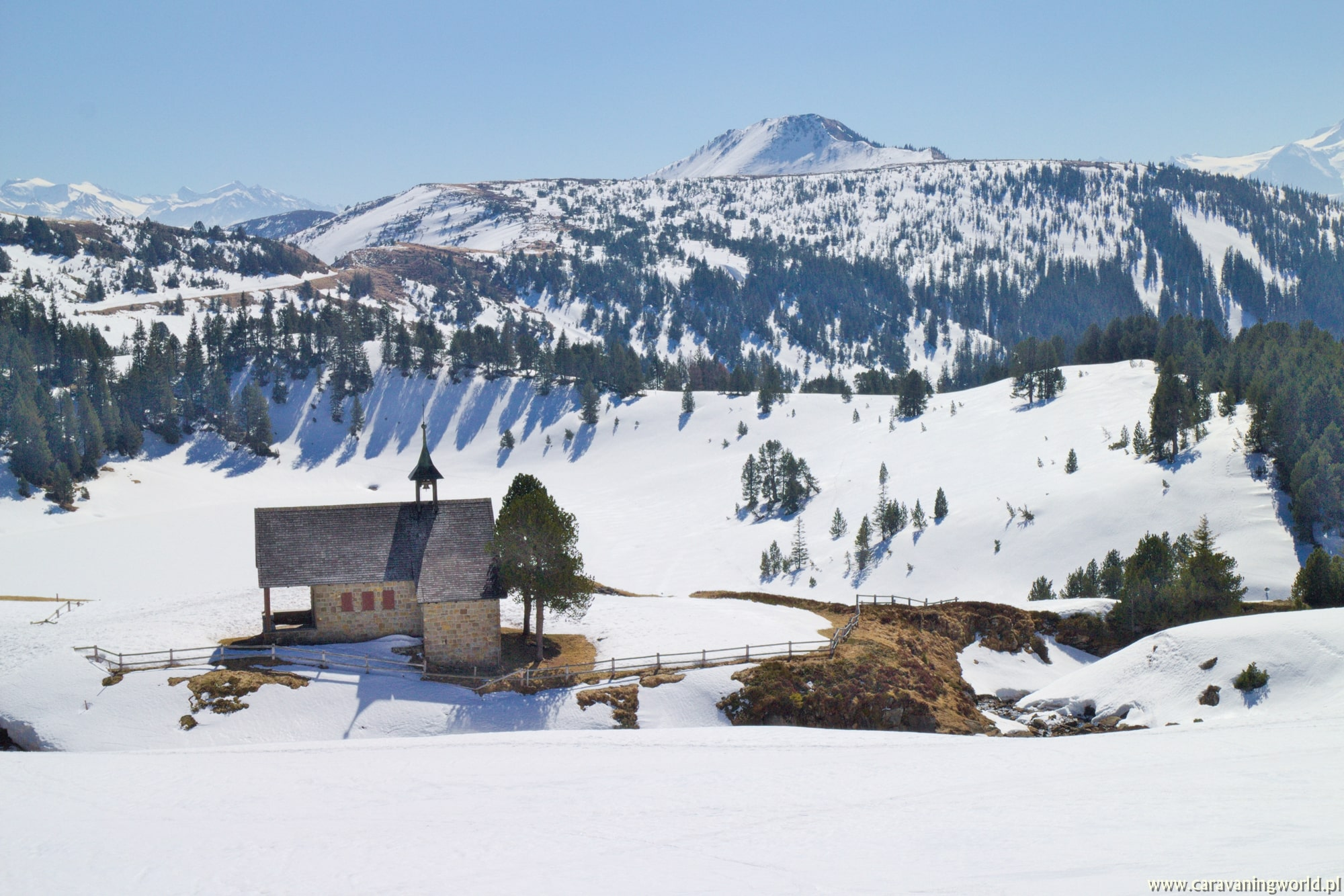 Jeziorko Sewenseeli jeszcze pod śniegiem