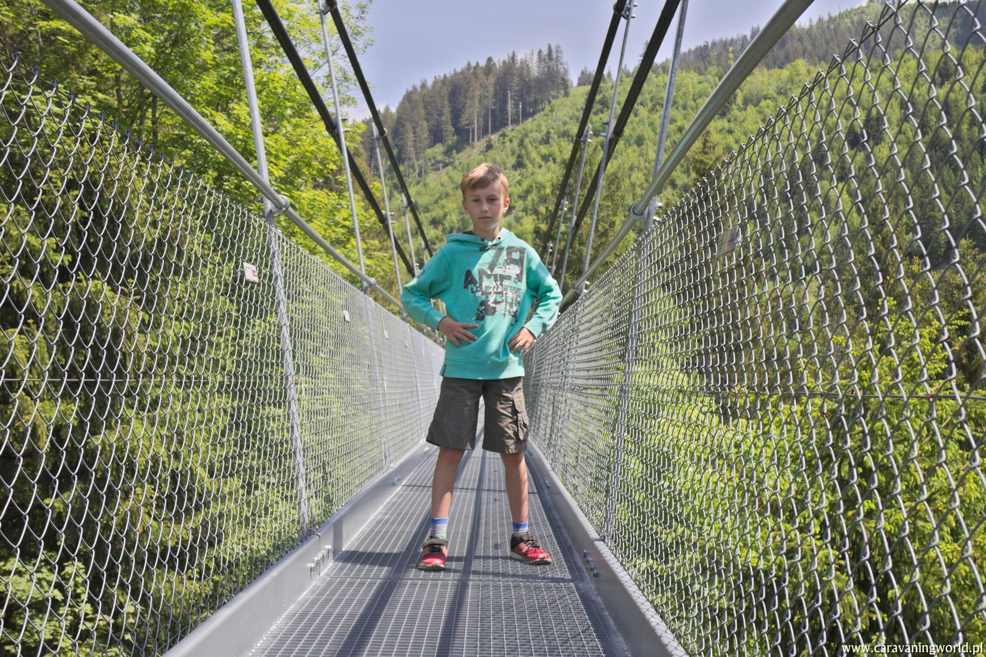 Na moście wiszącym Raiffeisen Skywalk