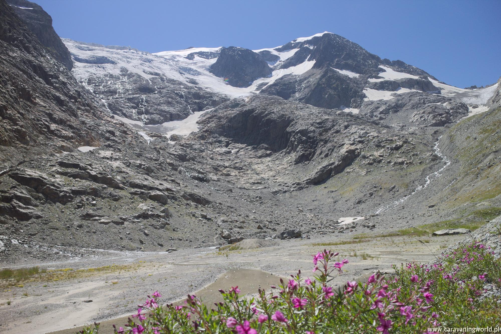 Jezioro przy przełęczy